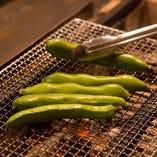 旬な食材を七輪焼で炙る。