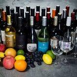 ボトルワインは2,480円から50種以上。女性ソムリエが厳選。