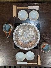 鍋は一人一人専用の菜箸、又はトングで