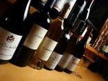 世界各国のワインを常時100種類以上取り揃えております。