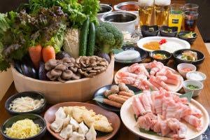 銘柄豚しゃぶしゃぶコース!日替り新鮮野菜、もちもち水餃子など25種以上が食べ放題♪