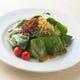 カリカリベーコンとほうれん草のサラダ