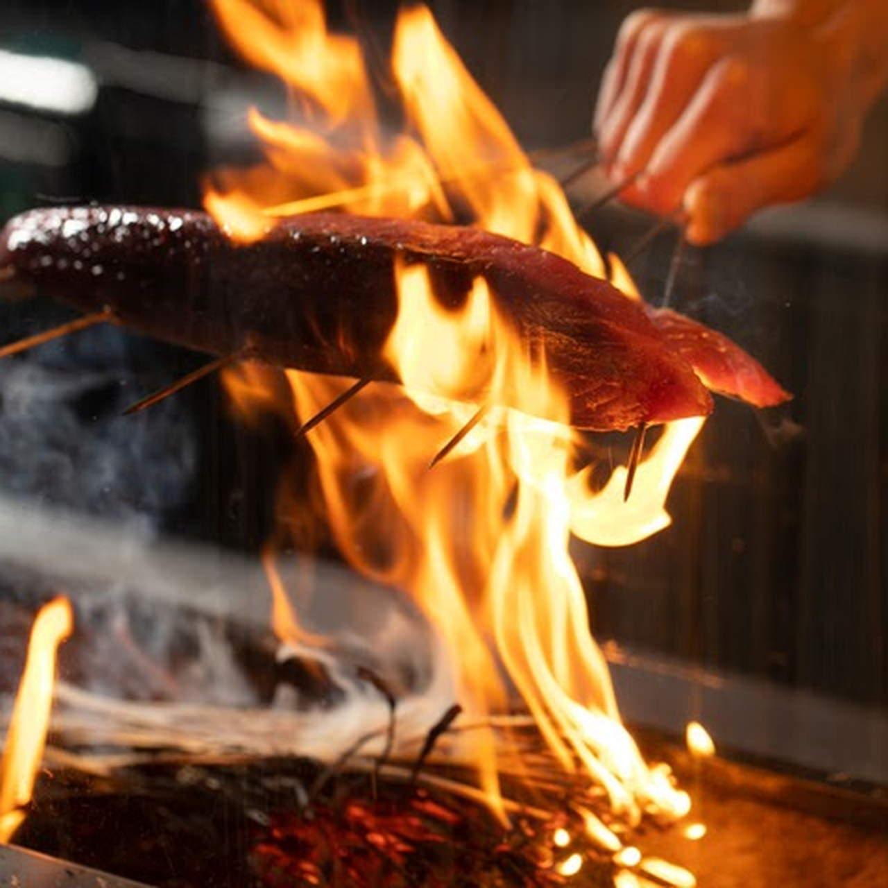 迫力満点!旬の食材を使用した炭火焼