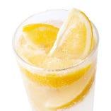時間内何杯でもOK!みんな大好きレモンサワーは308円!