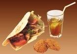 タンドリーサンドセット550円.サンド+ペアジュorサラダ+飲物